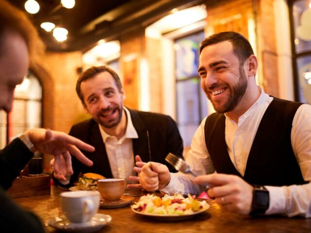 http://ibizaconsulting.com/wp-content/uploads/2020/03/gastos-deducibles-moviles-restaurantes-autonomos-ibiza-consulting-abogados-640x480.jpg
